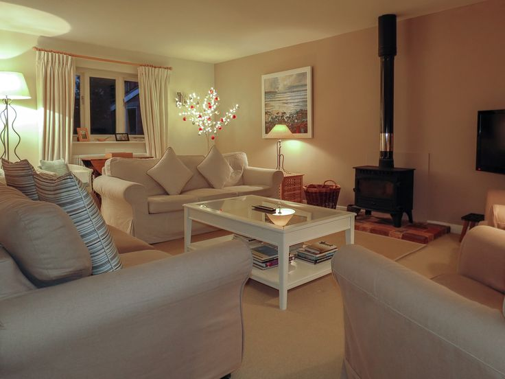 DORMY HOUSE, Thorpeness - This beautiful New England style pet friendly holiday cottage is located in a quiet area in the heart of the seaside village of Thorpeness, Suffolk.