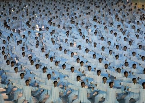"""Tai Chi performers execute """"Single Whip"""" at the opening ceremony of the 2008 Summer Olympic Games. #TaiChi #Taijiquan"""