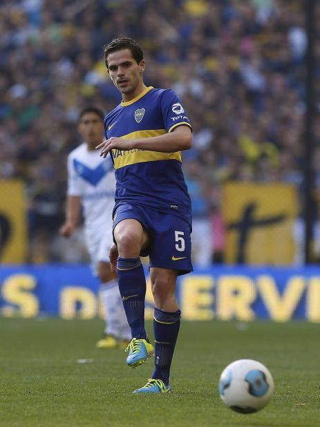 Fernando Gago's comeback to Bombonera & first game with Boca Juniors after his departure to Europe.
