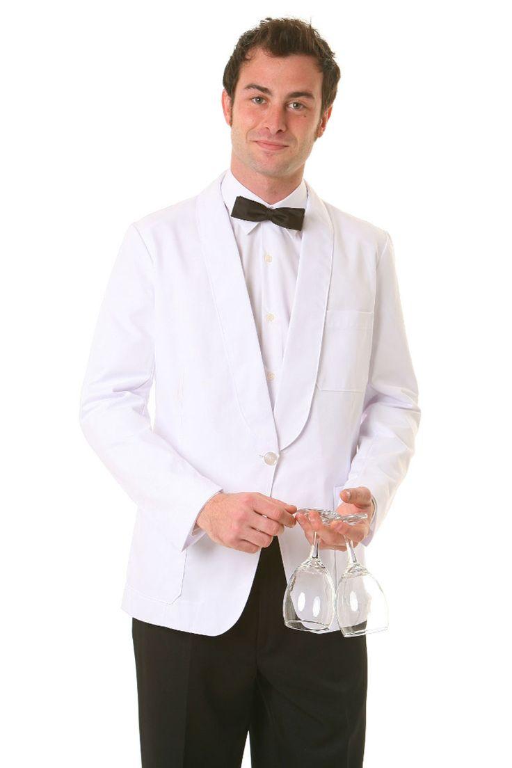 Nuestro smoking manga larga con solapa redonda, dispone de dos bolsillos de palastrón delanteros, un bolsillo de palastrón en el pecho y otro interior. Botón doble (gemelo) transparentes de poliéster. Acabado en punta redonda. Patronaje clásico. Tejido de muy buena calidad y larga duración. Color blanco inalterable. Espalda de dos piezas (más comodidad). Modelo elegante e intemporal.