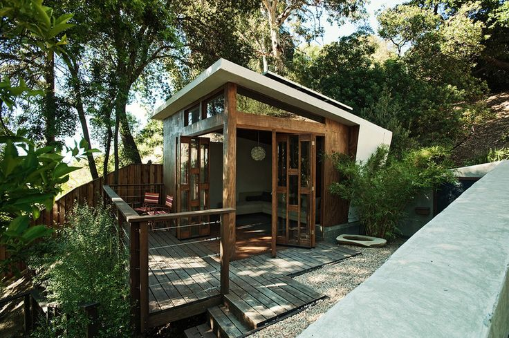 A one-room modern structure perched on a steep lot turns what would have been virtually unusable space into a welcome refuge from daily life. Use it to house guests or simply to feel like you're getting away from it all without leaving home.