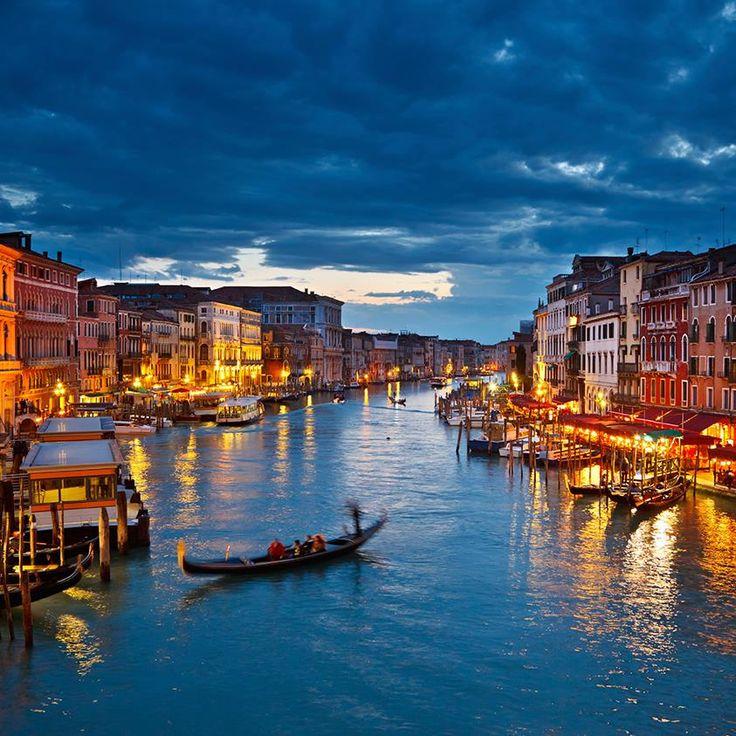 Che ne dite di un bel giro in gondola nel weekend? Venezia vi aspetta!