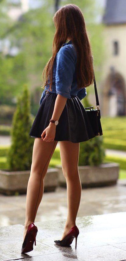 Девушка показать юбка