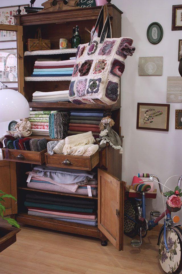 Un espacio para comprar y customizar ropa de segunda mano en Madrid