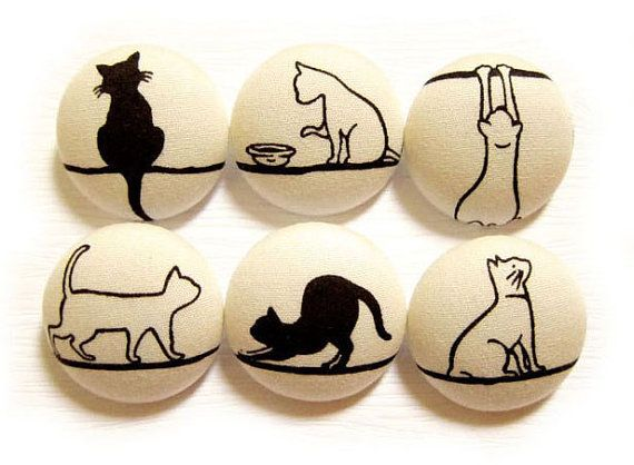 Sewing Buttons / Fabric Buttons - 6 Large Fabric Buttons Set - Leisurely Cats on Cream LIMITED SETS