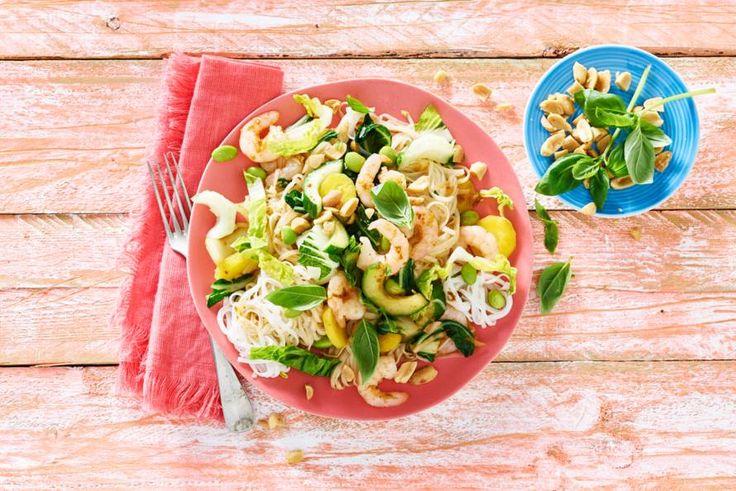 Geef je buitenetentje een oosters tintje door deze salade op de picknicktafel te zetten. Pittig is hij niet - Recept - Allerhande