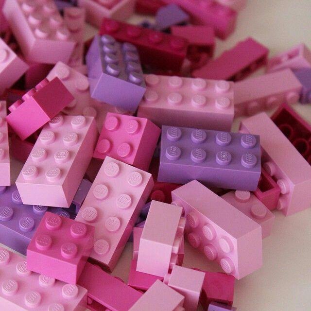 LEGO em tons de rosa, roxo e lilás
