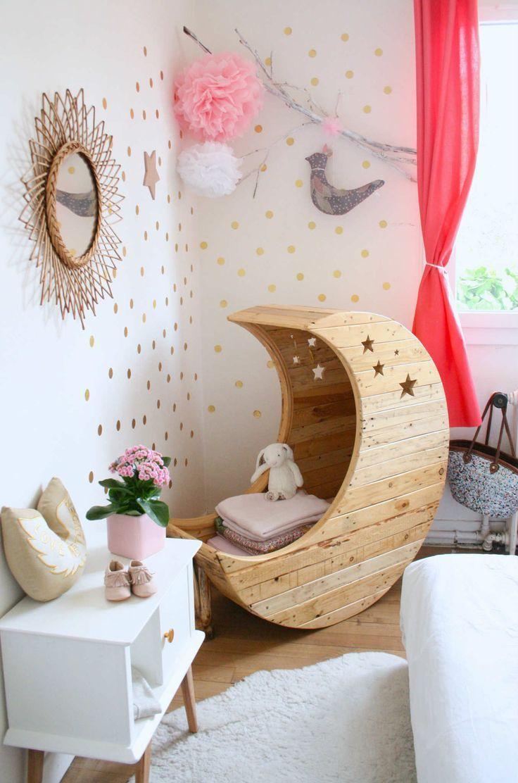 Дизайн детской комнаты для девочек: 100 фото воплощений розовой мечты http://happymodern.ru/detskie-komnaty-dlya-devochek-70-foto-voploshhenij-rozovoj-mechty/ Месяц и звездочки: сказочное оформление спальни маленькой принцессы