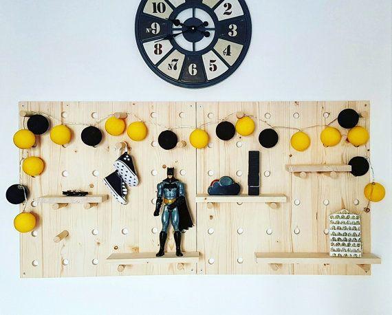 Système de panneau perforé. Mur de SAPIN organisateur par modernkub