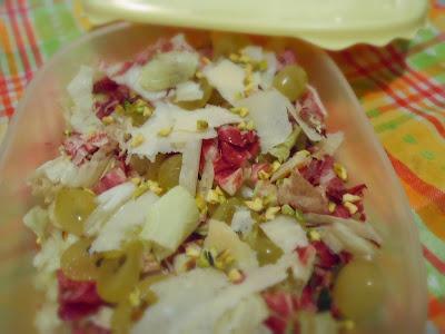 The Dreaming Seed: A pranzo in ufficio: insalata di radicchio, uva e Parmigiano