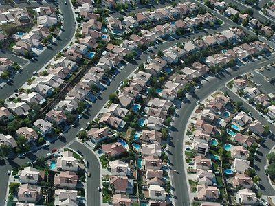 a-complete-guide-to-the-ponzi-scheme-that-is-suburban-america.jpg (400×300)
