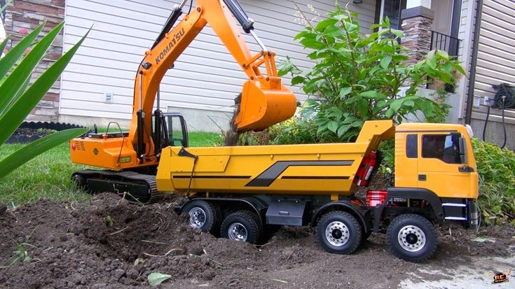 RC ADVENTURES - 1/12 Scale Earth Digger 4200XL Excavator & 1/14 8x8 Arma...