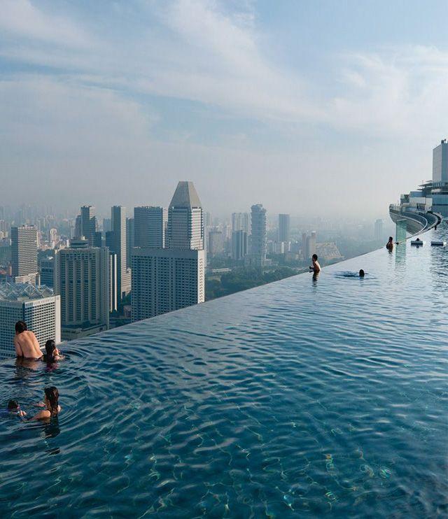 Amazingly Beautiful Infinity Pool – Singapore