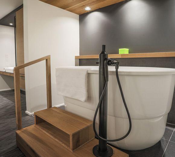 LEMAYMICHAUD | Quebec | Architecture | Interior Design | Spa | Bathroom | Bath | Light | Wood | Faucet