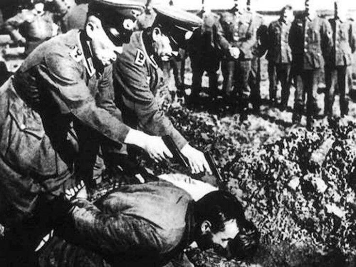 Ημέρα μνήμης για το Αιγάλεω και για το Πανελλήνιο, αλλά και περισυλλογής είναι η σημερινή, καθώς 71 χρόνια πριν, στις 29 Σεπτεμβρίου 1944, 100 άοπλοι Αιγαλεώτες (για 150 μιλούν τα επίκαιρα της εποχής) καίγονται ζωντανοί ή εκτελούνται, από τον γερμανικό στρατό κατοχής και τους ντόπιους συνεργάτες τους, ενώ καταστρέφεται ολοσχερώς ο συνοικισμός του Αγίου Γεωργίου,