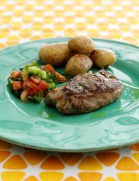 Lammesteak med kartofler og tomatsalsa
