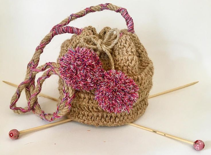 """41 Beğenme, 4 Yorum - Instagram'da Design by Feroni (@designbyferoni): """"Çuval tipi hasır omuz çantası Fiyat:50tl #designbyferoni #weareknitters #handmade #spagettiyarn…"""""""