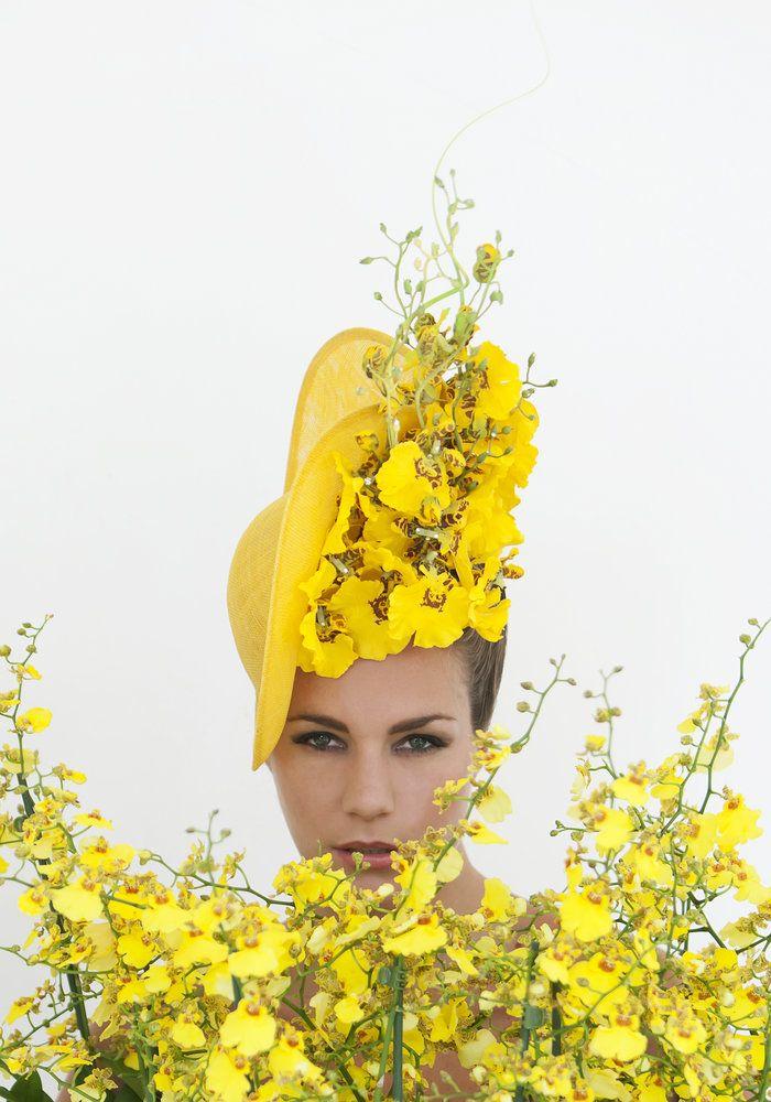 Beroemde hoedenontwerper Philip Treacy onthult 'Orchid Hat Collection' - Art of Life #planten #Orchidee Bron: http://www.orchidsinfo.eu Fotografie: Joost van Manen Mooi wat planten doen♔PM