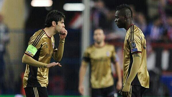 Kaka and Balotelli talking in secret...