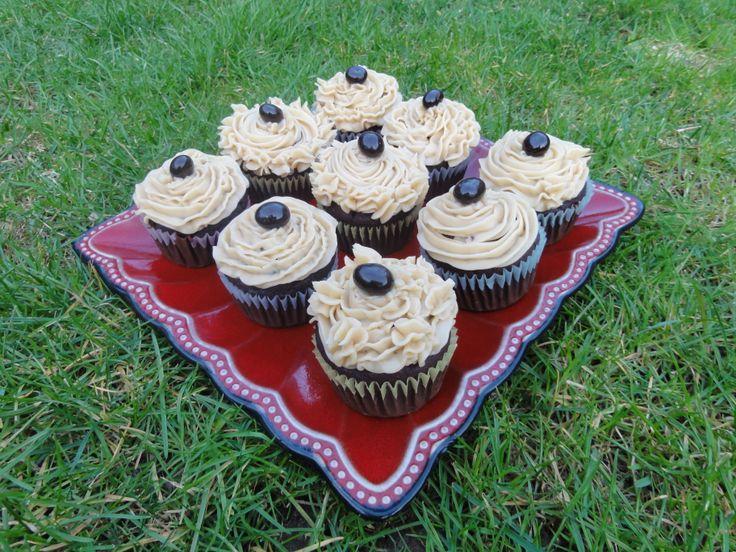 Mocha cupcakes -deelish! Chocolate/coffee cupcake with vanilla/coffee butter cream.  Topped with a chocolate coated coffee bean.
