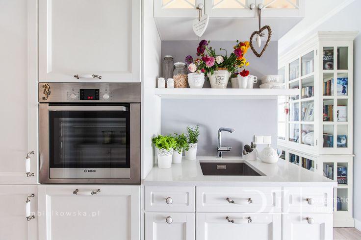 Białe szafki w kuchni