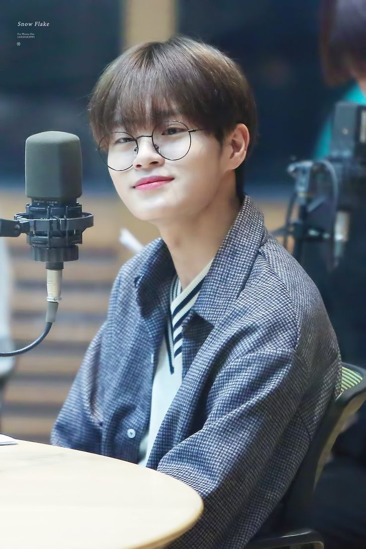 Daehwi looks so good❤️ Love you,please take care of yourself❤️ Love you[2]