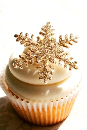 #holiday #bloom Cute Christmas cupcakes with gold glitter snowflake on top!