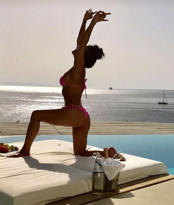 Nicole Scherzinger flashes the flesh in THONG bikini as she soaks up the sun in Greece - http://buzznews.co.uk/nicole-scherzinger-flashes-the-flesh-in-thong-bikini-as-she-soaks-up-the-sun-in-greece -