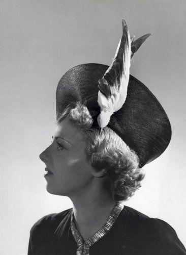 Onbekend   Mode, hoeden, dameshoeden. Hoed met opstaande rand, versierd met vogel.[1938]