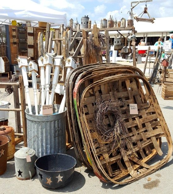 Have you ever gone to a Country Living Fair? If you're a lover of all things vintage, farmhouse, primitive, antique, and country/southern cooking, then it is THE FAIR for you! I went to the one near Nashville, Tennessee (Lebanon, technically)- here's a virtual tour of everything I saw! #SadieSeasongoods / www.sadieseasongoods.com