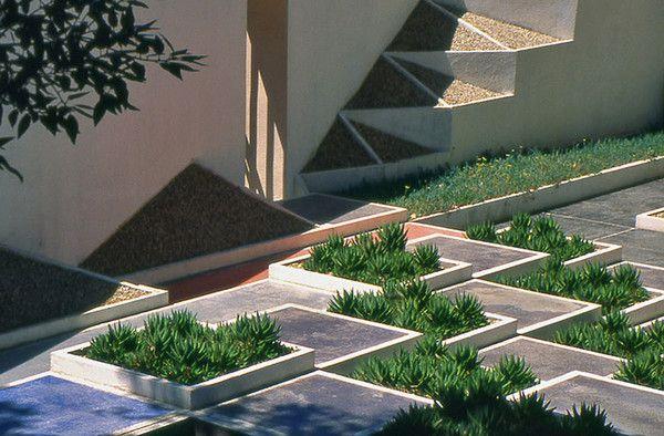 Garden of Villa Noailles - Robert Mallet Stevens- www.villanoailles-hyeres.com