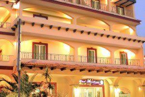 hotel-rosa-dei-venti_slider_facciata-esterna-notturno-2