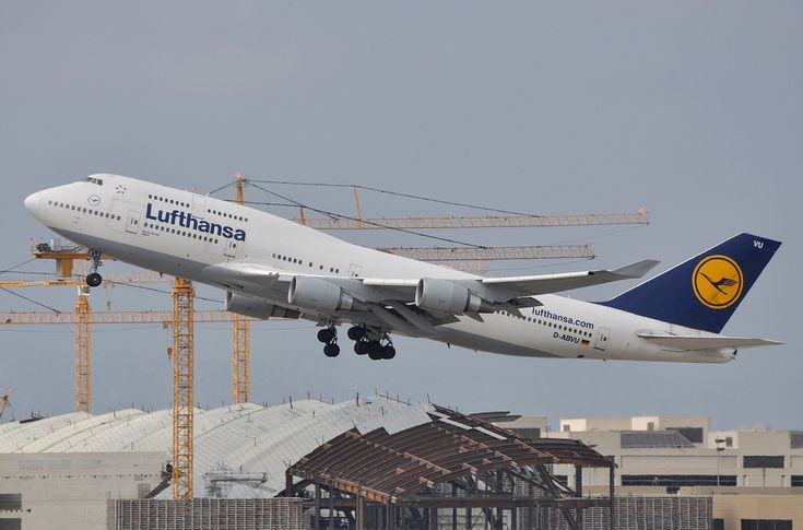 "Lufthansa ""Bayern"" 747-430 departing LAX on August 13, 2011."