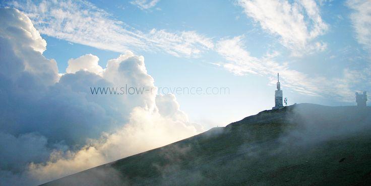 Le Mont-Ventoux dans les nuages... #bedoin #provence