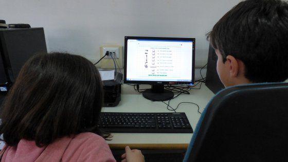 In una scuola elementare di Bari dove gli alunni imparano la programmazione divertendosi. L'anno scorso sono state circa 16mila le classi interessate dalle
