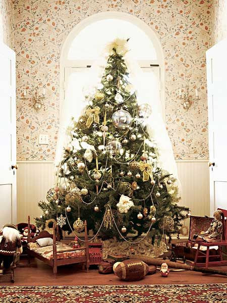 victorian style christmas tree at the laureate house an 1840 european style townhouse in natchitoches louisiana - European Christmas Tree