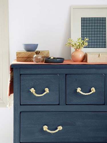 Upgrade an old dresser with these DIY rope drawer pulls. Get the how-to.: