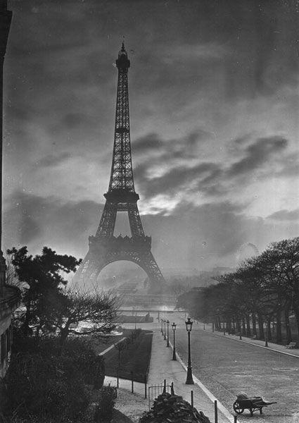 La Tour Eiffef, vers 1920