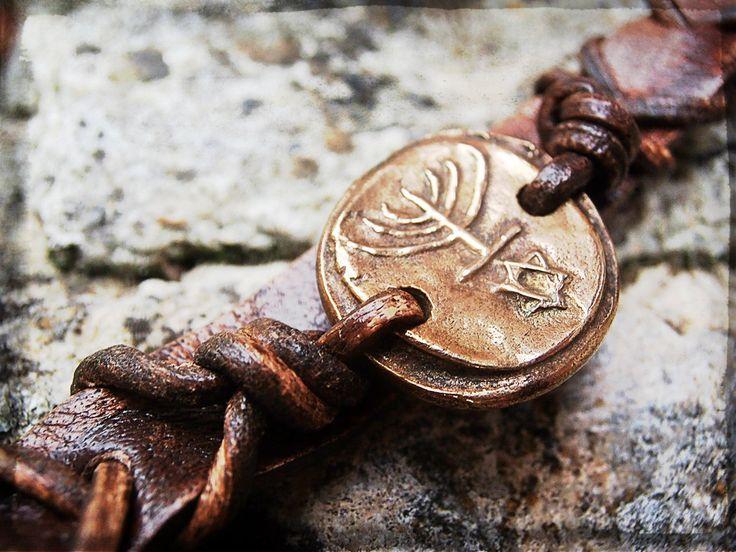 Hanukkah Menorah en Bronze Doré Massif, Bracelet Homme ou Femme : Bracelet par hdrustica