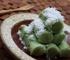 kue putu berisi lelehan gula aren, ummm yummy..