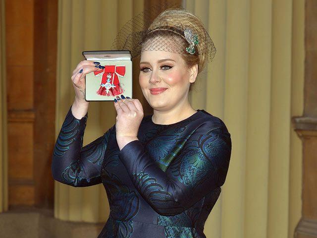 Adele, galardonada en el Palacio de Buckingham