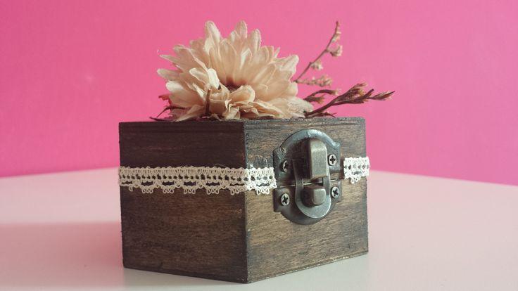 Scatolina porta gioie in legno decorata a mano