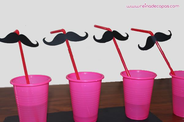 moustache straws, photo booth, candy bar, wedding photo prop. http://www.reinadecopas.com/es/photocall-bodas/372-pajitas-rojas-bigote-negro-6-uds.html