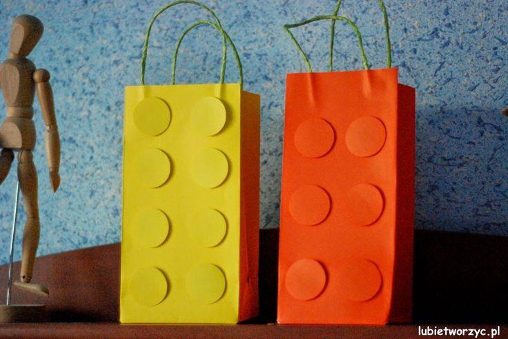 Paczka prezentowa w kształcie klocka LEGO (1)  #lubietworzyc #DIY #handmade #howto #preschool #kindergarten #instruction #instrukcja #jakzrobic #krokpokroku #przedszkole #dekoracje #decorations #paczkaprezentowa #prezent #paczka #presentbag #present #gift #LEGO #LEGOpresentbag