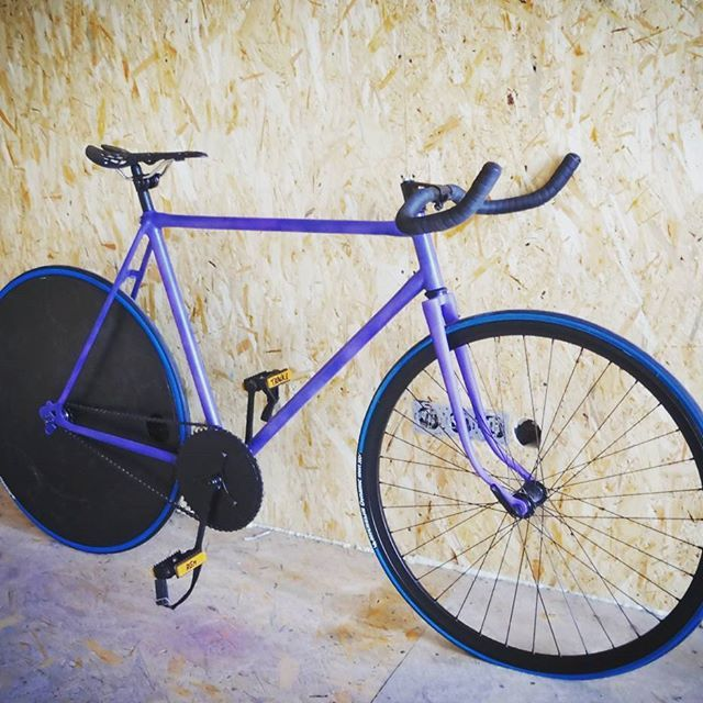 #fixie #fixedgear #bike #bycicle #mybike #diskwheel #mywork #mylife #track #style #purple #agm