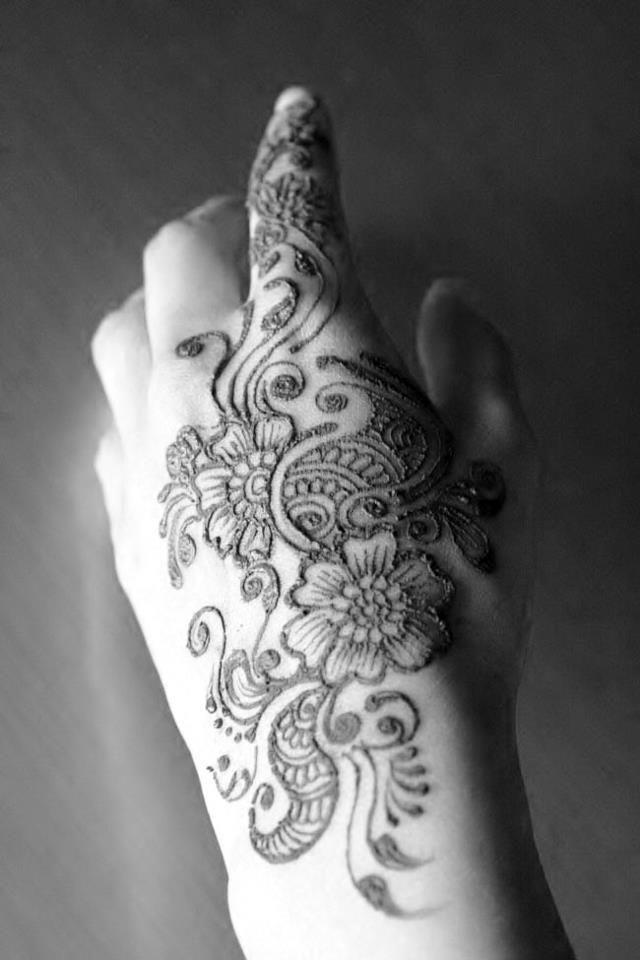 lovely henna patern..