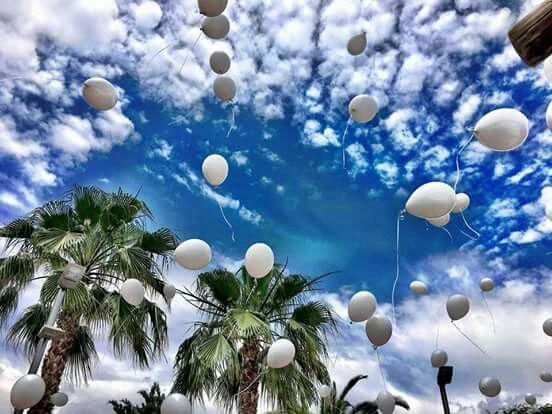 Suelta de globos de helio. #boda #ceremonia #lasceremoniasdeisabel #weddingplaner #floresyeventis