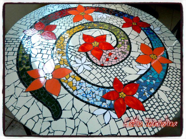 Mesa de jard n por laura anca para estilo turmalina for Mesa mosaico jardin