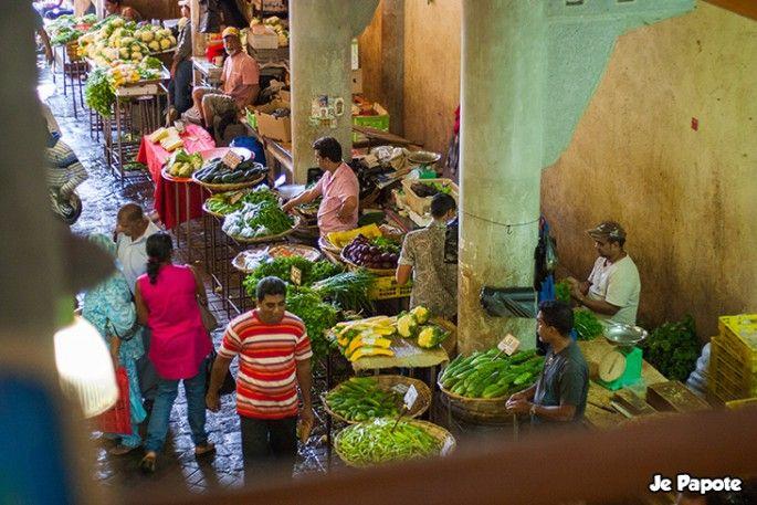 Port Louis, capitale de l'Ile Maurice ! Son marché appelé aussi bazar est un passage selon moi obligatoire pour tout touriste qui souhaite s'imprégner de la culture mauricienne. Je vous...