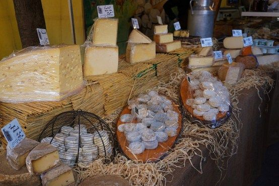 Cheese shop at Marché Saint-Antoine